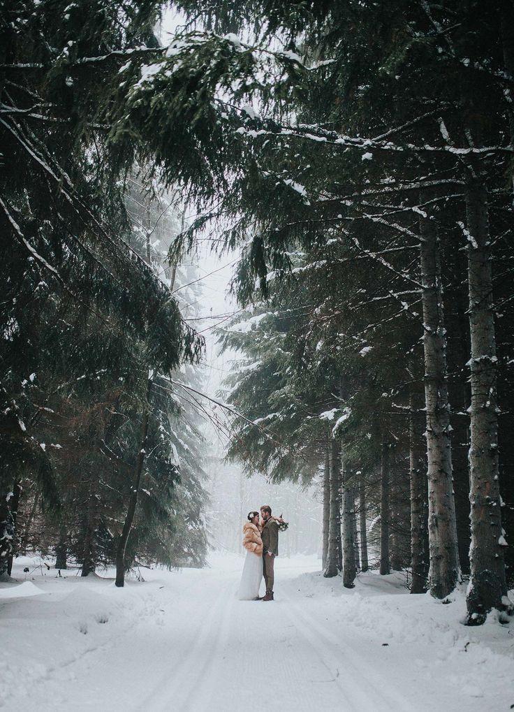 Wooden Wedding – Winterhochzeitsidee im Wald A-STONE WEDDING & LIFESTYLE PHOTOGRAPHY http://www.hochzeitswahn.de/inspirationsideen/wooden-wedding-winterhochzeitsidee-im-wald/ #wedding #rustic #winter