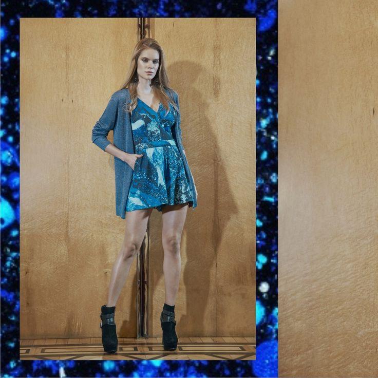 Get the Look:  Jumpsuit Estampa Estelar + Cardigã Metalizado Inverno RS17💙    Macaquinho::1171508  Cardigã::1171250    #reginasalomao #inverno17 #print #estampa #pantone #azul #blue #fashiontrends #fashioncolors #estelar #metalizado