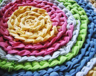t-shirt rug: Tees Shirts, Crafts Ideas, Crochet Rag Rugs, Tshirt Rugs, Crochet Rugs, T Shirts Rugs, Diy, Crochet Tshirt, Thrill Life