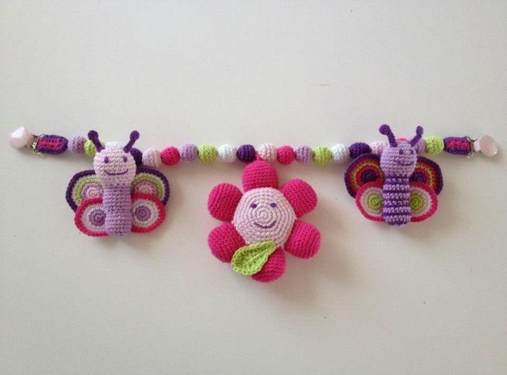 Hæklet Barnevognskæde med blomst og sommerfugle