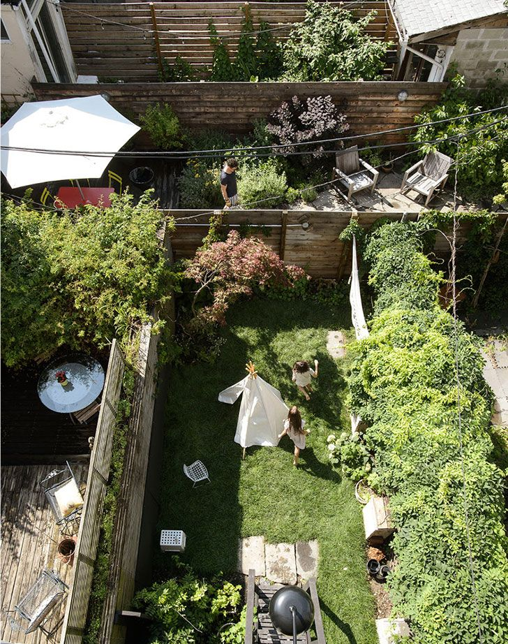 11 Foot Wide Family Townhouse In Brooklyn Foto Idei Dizajn Brooklyn House Row House Outdoor