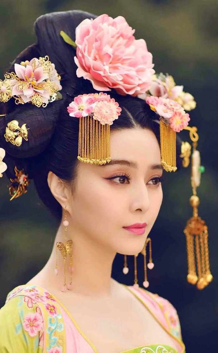 Hair accessory for Chinese bride
