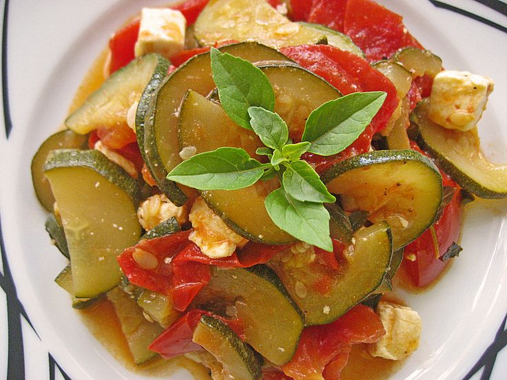 low carb rezepte tomaten zucchini pfanne mit feta. Black Bedroom Furniture Sets. Home Design Ideas