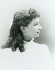 A young Helen Keller profile.. FIRST  DEAFBLIND PERSON TO GRADUATE FROM COLLEGE, RADCLIFFE IN 1904.  IT WASN'T UNTIL 50YRS LATER THAT ROBERT SMITHDAS BECAME THE SECOND PERSON.  SHE WAS THE FIRST DEAFBLIND TO WRITE A BOOK, 14 IN TOTAL, AND SO MUCH MORE.   THIS ARTICLE AND LINKS TO MORE