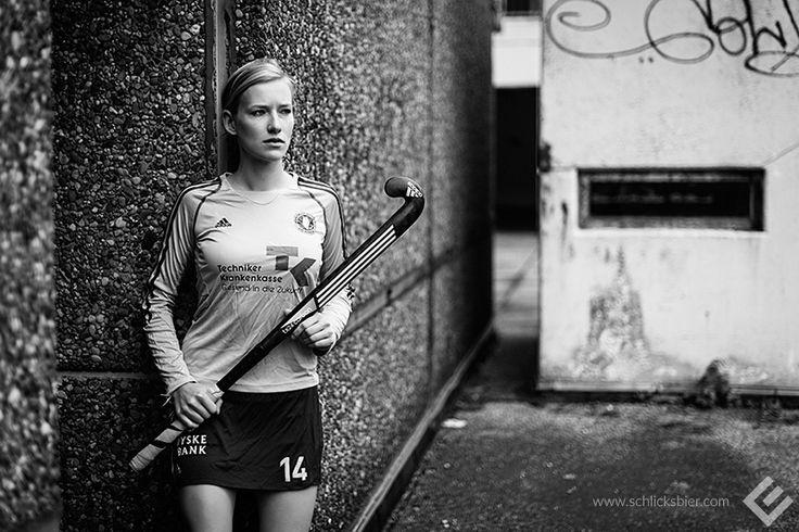 Roda, Feldhockeyspielerin, ehemalige U21-Nationalspielerin, Hamburg 2014. // #hockey #fieldhockey #feldhockey #hockeyspielerin #sportlerin #sports #sport #hockeystick #hockeyschlaeger #adidas #trikot #sportsjersey #urban #blond #blondine #blondhair #editorial #nationalteam #nationalmannschaft