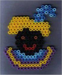 Zwarte Piet strijkkralen. Rechte zijde naar je toe.