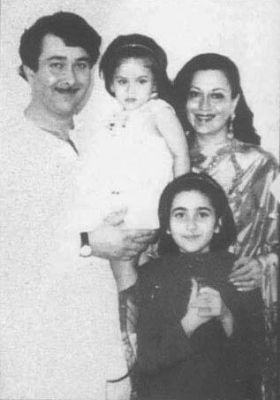Childhood & family pics: cute pic of Randhir Kapoor-Babita family
