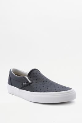 ¡Consigue este tipo de deportivas de Vans ahora! Haz clic para ver los detalles. Envíos gratis a toda España. Vans Black Perforated Slip-On Trainers - Womens UK 7: Classic slip-on trainers get a modern update from iconic skate brand Vans. Finished with a perforated leather upper and a padded collar and footbed for ultimate comfort to take you wherever you're going. Die-cut EVA insole added for support. Topped with the signature waffle tread.       **THINGS TO KNOW:**   - Leather, rubber…