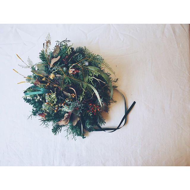 聖夜のリース #聖夜のリース #聖夜 #生花のリース #ユーカリの実 #ユーカリ #クリスマス  #クリスマスリース #針葉樹#野ばらの実  #ナチュラルリース #モミの木  #kinfolklife #click_vision #still_life_gallery  #christmaswreath #christmas #natur  #christmaseve #naturalwreath #eucalyptus