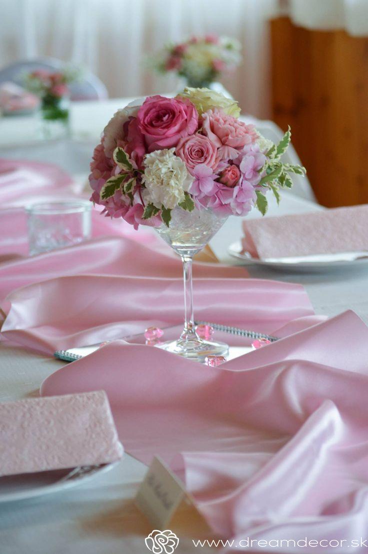 Svadobné zdobenie do ružova.