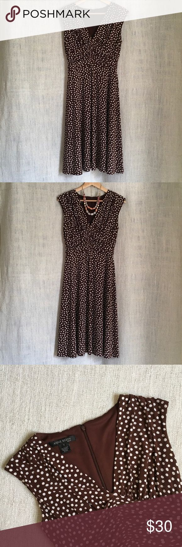 Pretty Woman Dress 👒👒👒 Channel Julia Roberts in this pretty brown & white polka dot dress.  Whether polo match or horse race, this dress is perfect for any occasion!  Shows some signs of wear from purse rubbing under arm, but overall very good condition.  Skirt hits below the knee. Anne Klein Dresses Midi