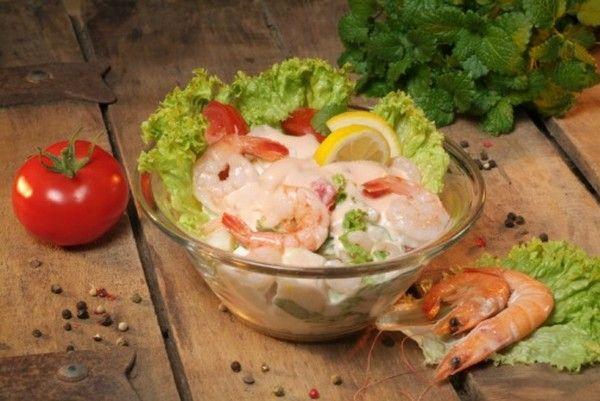 Креветки идеально подходят для приготовления легких салатов