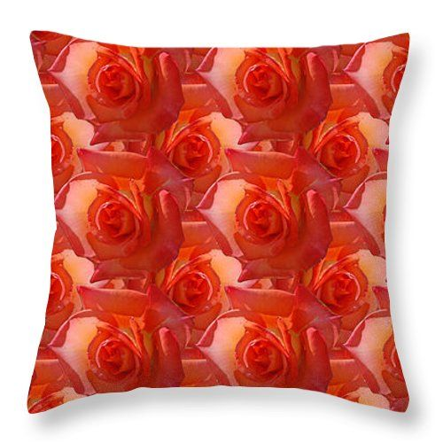 Cuscini - Texture Of Roses tiro cuscino da Orazio Puccio