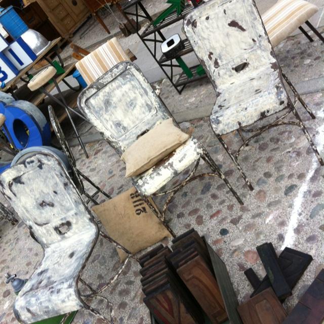 Quattro sedie in ferro anni 50  La finitura che vedete è stata da me creata utilizzando il colore originale, sono finite con trasparente opaco impercettibile, pronte per la vostra casa o negozio.