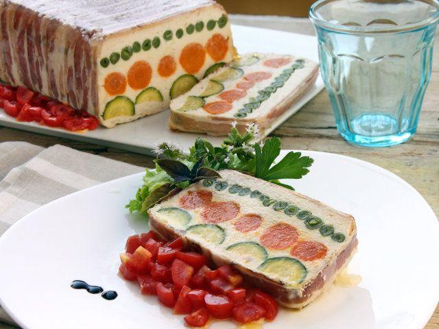 Leggi sul sito Fileni.it la Ricetta Terrina di pollo e ortaggi, Per un Capodanno originale e gustoso.
