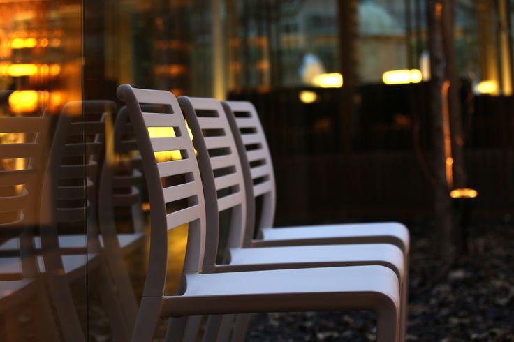 La silla lama es ideal para hoteles y restaurantes.