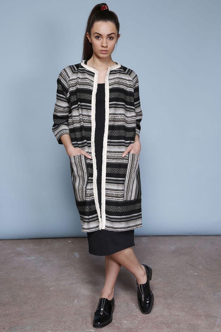 Żakardowy płaszcz oversize 1 -czarny aztek