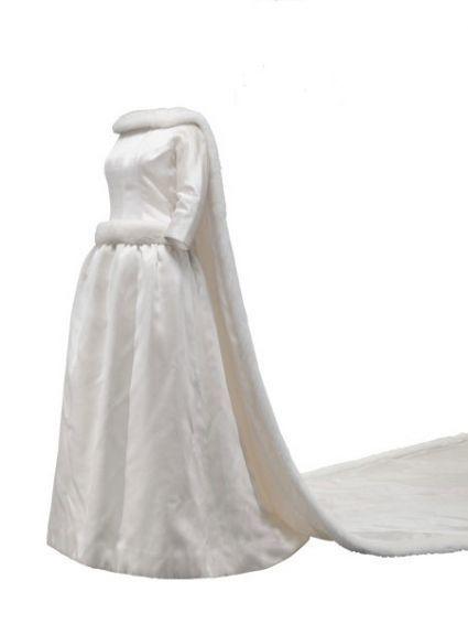 Storia dell'Alta Moda: un Balenciaga vintage per sposa e invitate [Foto] L'abito da sposa della regina Fabiola de Mora y Aragon, per il suo matrimonio con il re Baldovino del Belgio, realizzato nell'atelier di Madrid in raso avorio e visone bianco [1960]. Courtesy: Museo Cristóbal Balenciaga