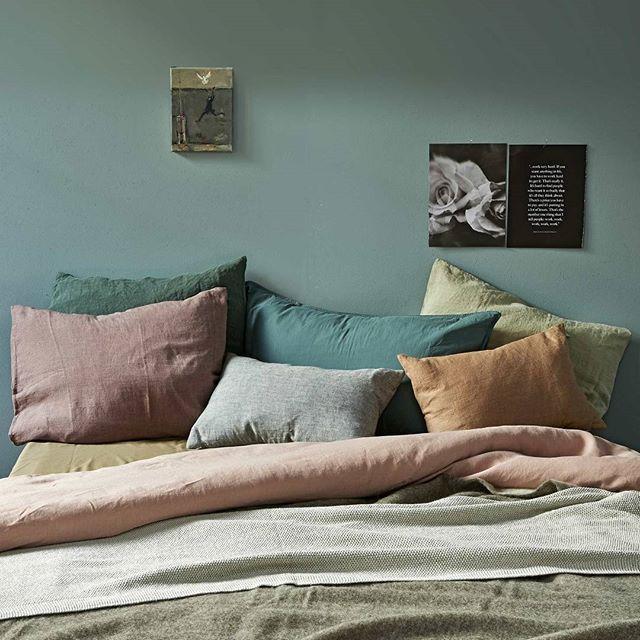 WINTERSLAAP • is het al lente? Voor nu geven zachte leem, aarde-, zand- en pasteltinten op bed kleur aan je dag.