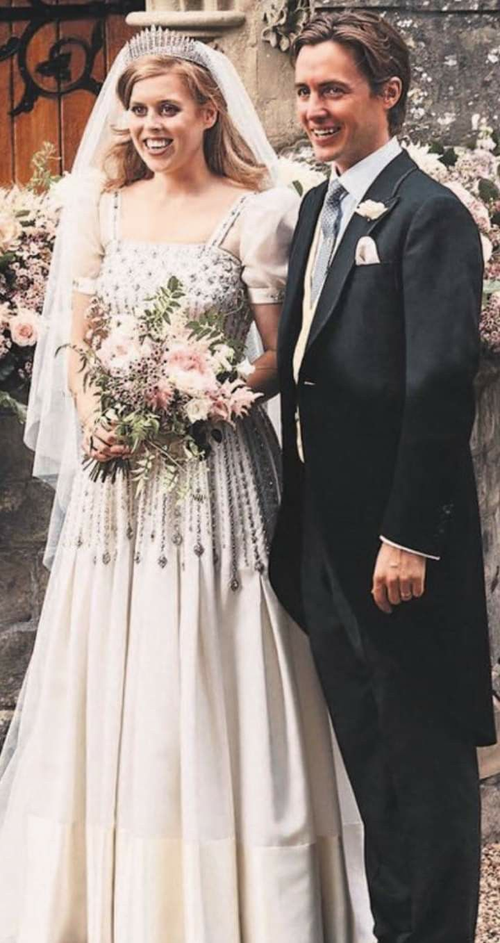 Pin By Graham Carpenter On British Royal Family Princess Beatrice Wedding Royal Wedding Dress Princess Bride [ jpg ]