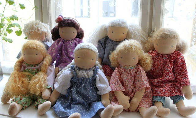 Lovely Steiner inspired dolls from a Dannish blog - such lovely details!