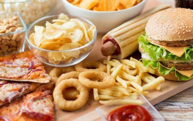 Spiegato perchè preferiamo mangiamo cibi grassi La passione per cibi grassi e ipercalorici è questione di lingua. Secondo gli studiosi statunitensi