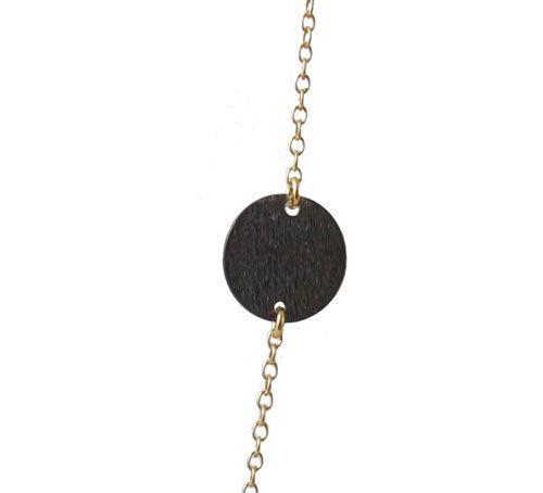 Kæden klippes op de steder hvor mønterne skal indsættes. Mønterne forbindes til kæden med øskner. Se her smyks guide for korrekt åbning og lukning af øskner. I den ene ende af kæde fastgøres karabinlåsen med en 4mm øsken, og i den anden ende af kæde fastgøres endnu en 4mm øsken.