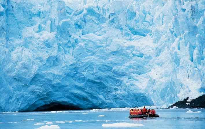 Parque Nacional Laguna San Rafael, Chile / Este Parque Nacional, se caracteriza por ser el más grande de la región de Aysén, y una parte corresponde a los hielos milenarios de los Campos de Hielo Norte. También dentro del parque se encuentra el monte San Valentín, con una altura aprox. de 4058 msnm. El gran atractivo del parque, es la laguna San Rafael y el ventisquero del mismo nombre que desagua en dicha laguna.