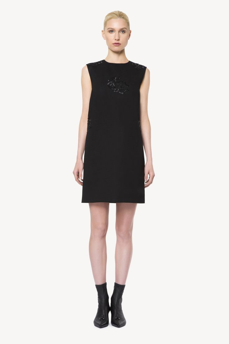 Black dress loose - Elegant Sleeveless Viscose Dress Featuring A Slightly Flared Line And Loose Fit The Shape Is