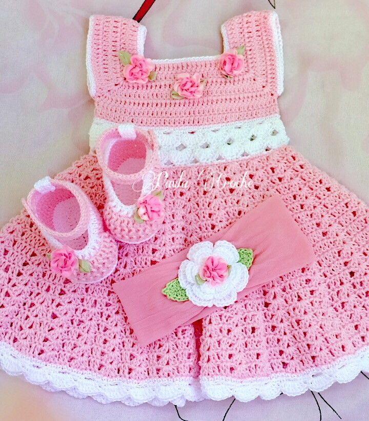 Vestido, sapato e tiara de croche  Confeccionados com linha 100% algodão  Tamanhos:  0 a 3 meses  3 a 6 meses  4 a 6 meses    Informar o tamanho e a cor no ato da compra