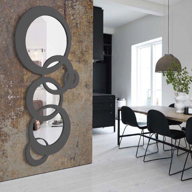 Speil modell CADENA. www.mirame.no #speil #stue #soverom #gang #bad #innredning #møbler #norskehjem #mirame #pris #nettbutikk #interior #interiør #design #nordiskehjem #kunstpåveggen #butikk #oslo #norge #norsk #påveggen #bilde #speilbilde #cadena #mørk #grå