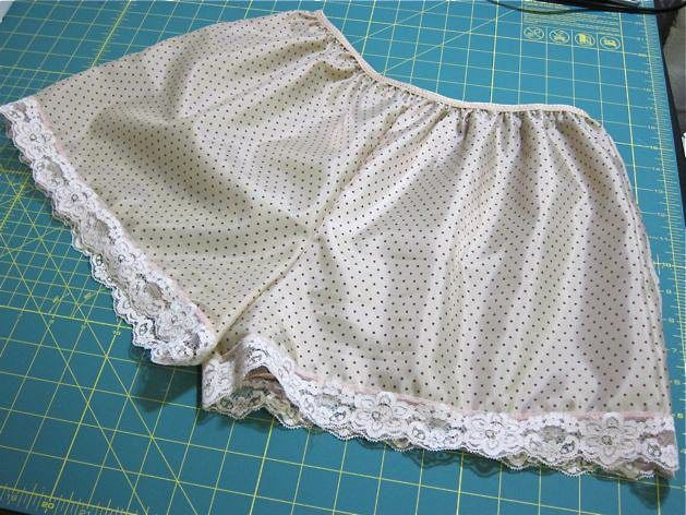 tappants_finished2.jpghttp://makezine.com/craft/how-to_make_a_custom_pair_of_t/