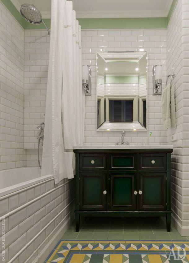 плитка на полу + зеленый комод