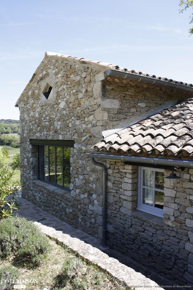 Ma onnerie en pierre naturelle pour une maison renov e - Maison en pierre giordano hadamik architects ...