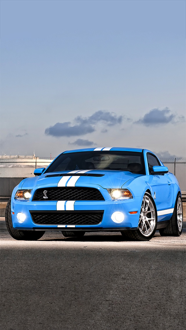 2013 Ford Mustang Shelby GT500 Cobra (with an amazing looking blue paint job)