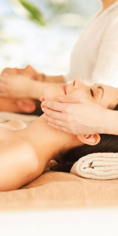 Duobehandling er velværende og nytes sammen. Opplevelsen gir 50-60 minutters avspennende massasje eller en frisk ansiktsbehandling! Unn dere kvalitetstid sammen i avslappende omgivelser.
