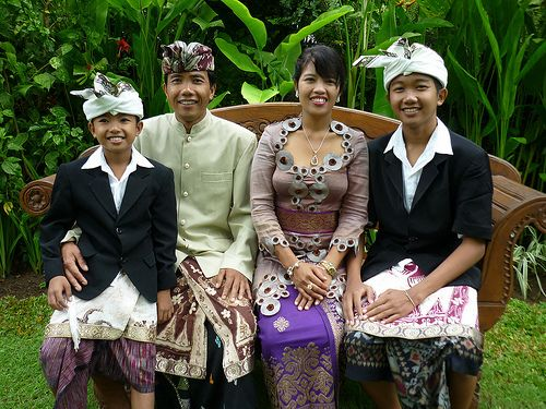 Nyoman, husband Made´, sons Gede and Dwi. (Gusday)   Board Beauty Indonesia - From http://pasutri.us/tisu-majakani.html