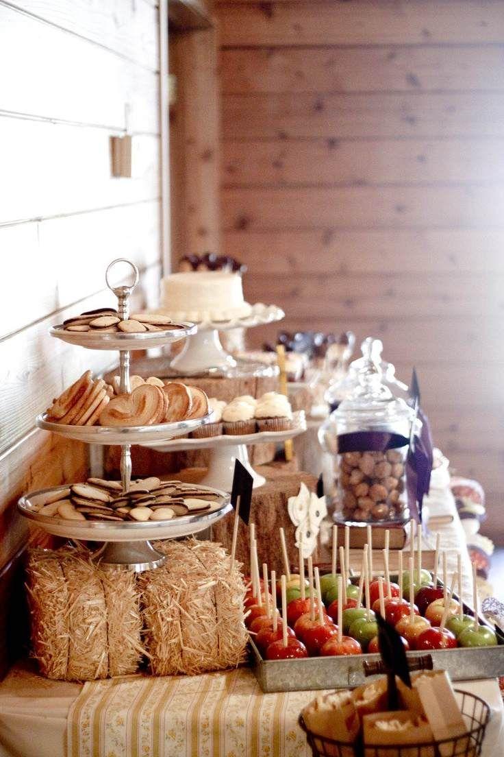 candy bar mariage de style champêtre décoré de paille