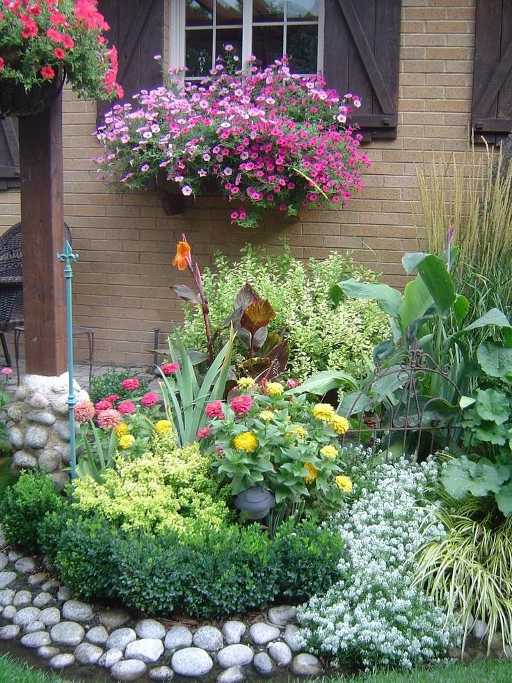 I love gardening this would be pretty beautiful yard for Flower landscape ideas