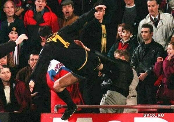 Flying kick from Manchester United player Eric Cantona on a Crystal Palace fan, 1995 #mufc