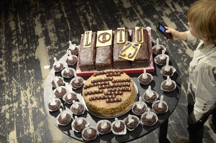 A Látó 25. éves születésnapi tortája