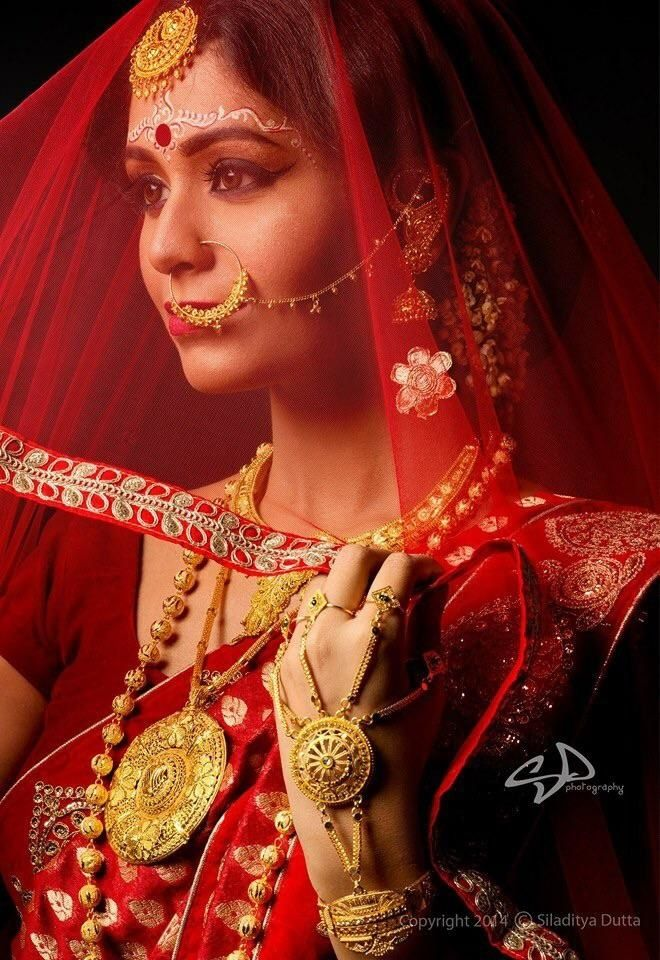 Bengali Bride | WedMeGood Such Beautiful Bengal Inspired Jewellery & Makeup. View more wedding photos on wedmegood.com #wedmegood #bengalbride #wmgbride