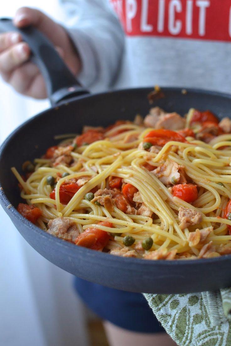 Simple comme des spaghetti aux tomates cerises, thon et amandes grillées