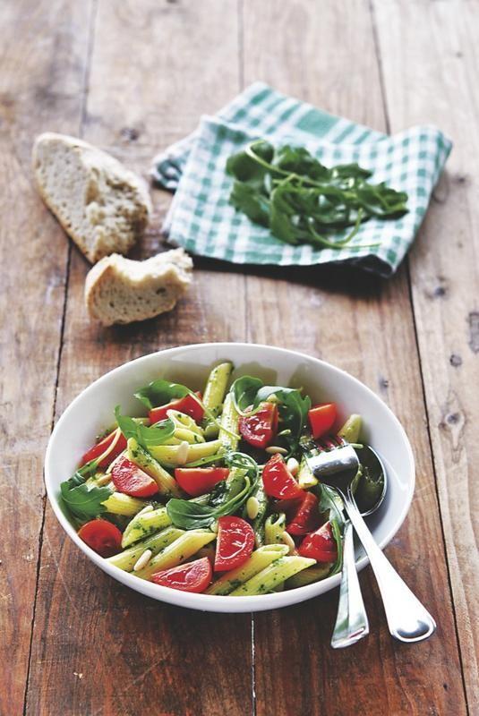 Ensalada-de-pasta-con-salsa-pesto