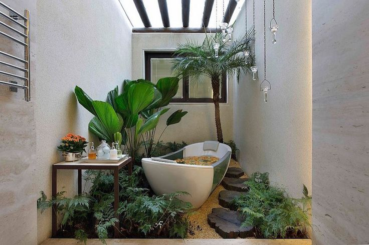 Even though this bathroom looks like an outdoor space, this is actually indoors with skylights on the ceiling. ➤To see more Luxury Bathroom ideas visit us at www.luxurybathrooms.eu #luxurybathrooms #homedecorideas #bathroomideas @BathroomsLuxury