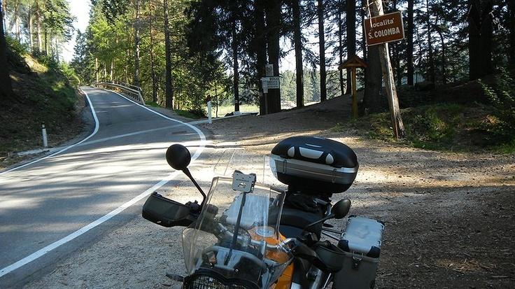 Autunno Trentino: mototherapy  In moto al lago di Santa Colomba in Trentino con trentinomotoadventure.com