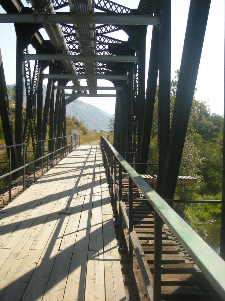 Pedestrian bridge over the Kettle