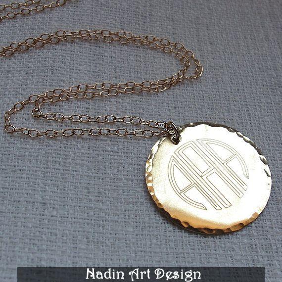 Goldmonogramm-Halskette. Personalisierter Anhänger von EngravedJewelry auf DaWanda.com