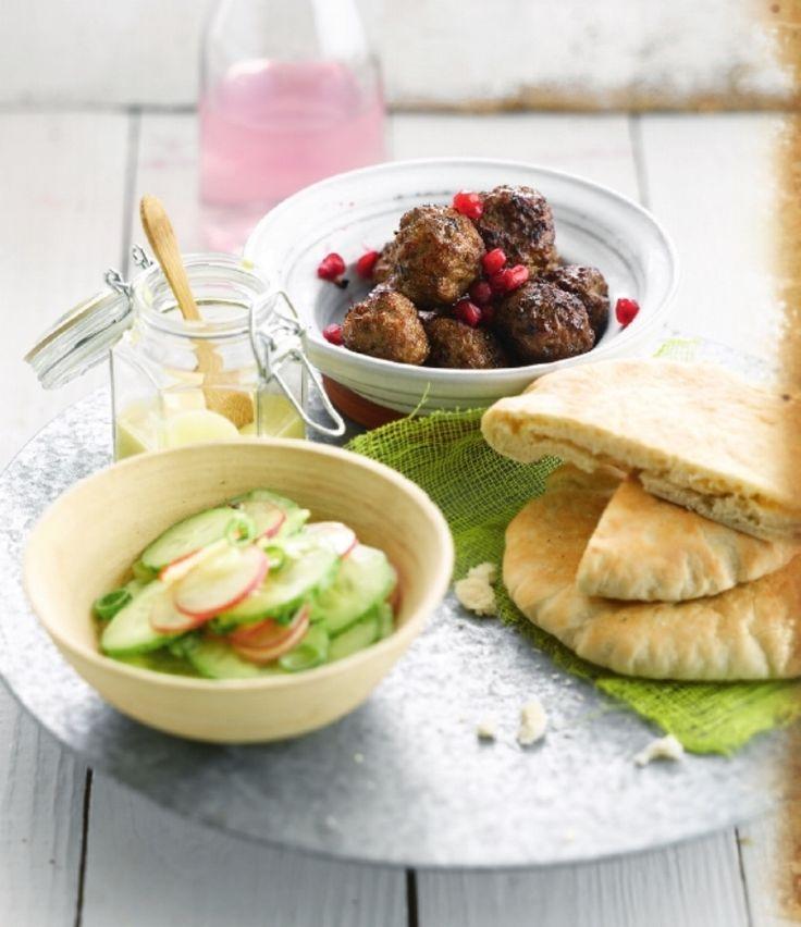 Lamsballetjes met komkommer-radijssalade http://njam.tv/recepten/lamsballetjes-met-komkommer-radijssalade