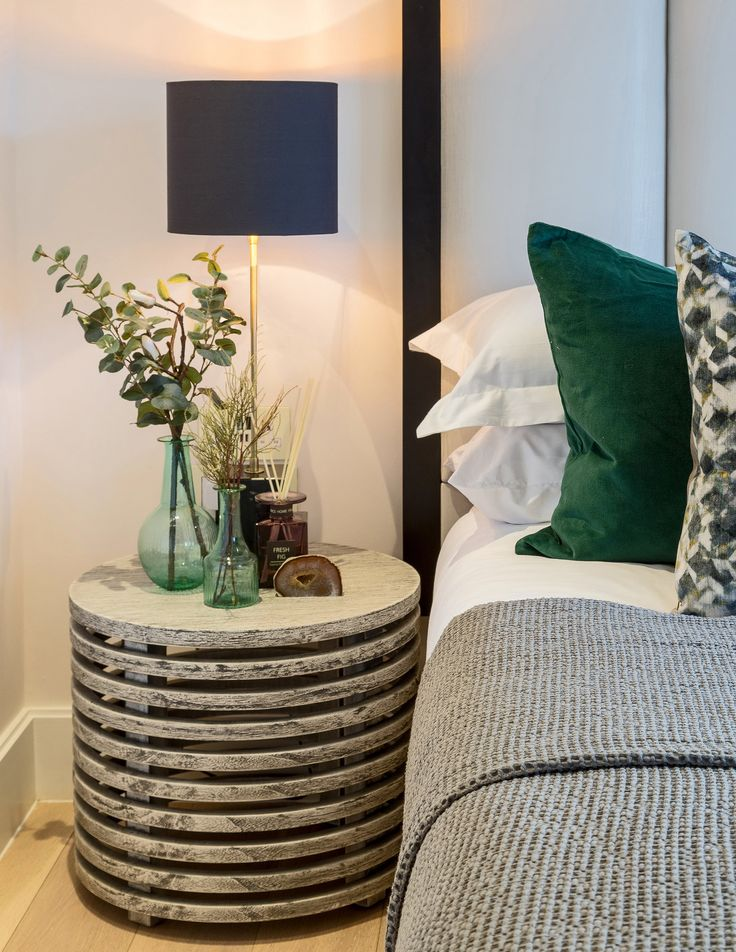 Reflecting the natural organic tones of the verdant bedside plant display, these Black Edition cushions are luxurious soft in velvet, the Oxide fabric adding texture to our design with its kaleidoscopic geometric pattern.